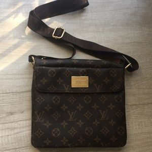 Almost new original Leather Louis Vuitton